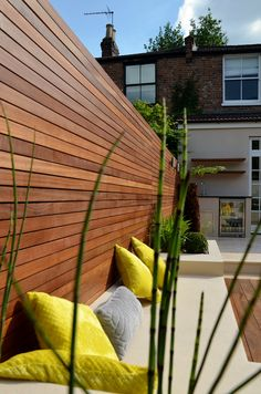 hardwood-horizontal-slatted-cedar-screen-trellis-fence-london.jpg 1.060×1.600 pixels