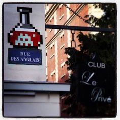 Invader in Paris, France, awesome urban art, world graffiti, street art, free walls, street artists, urban artists