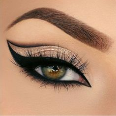 Once you master eyeliner application, your makeup routine will never be boring. Discover many eyeliner styles here. Sexy Eye Makeup, Makeup Eye Looks, Beautiful Eye Makeup, Eye Makeup Art, Eye Makeup Tips, Eyeshadow Makeup, Eyeshadow Palette, Blue Eyeshadow, Eyeshadows