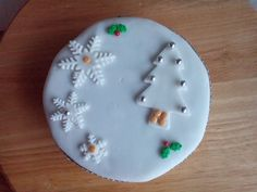 Sugar, Cakes, Christmas Ornaments, Holiday Decor, Desserts, Food, Tailgate Desserts, Deserts, Cake Makers