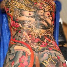 Japanese back tattoo by @henriktattoo.  #japaneseink #japanesetattoo #irezumi #tebori #colortattoo #colorfultattoo #cooltattoo #largetattoo #backtattoo #legtattoo #foodog #foodogtattoo #flowertattoo #cherryblossomtattoo #newschool #newschooltattoo #wavetattoo #naturetattoo
