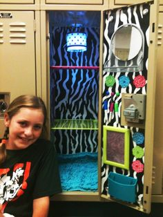 DIY for the middle school locker. Lets see...only 6 months until move in day. I bet Jordyn hasn't even considered this yet. Locker Crafts, Diy Locker, Locker Stuff, Middle School Lockers, Back To School, High School, Cute Locker Ideas, School Locker Decorations, Decorated School Lockers