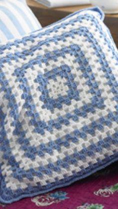 Pude af hæklede firkanter | Familie Journal