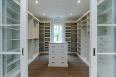 14 Walk In Closet Designs For Luxury Homes Master Closet Design, Walk In Closet Design, Master Bedroom Closet, Closet Designs, Wardrobe Design, Dressing Room Closet, Dressing Room Design, Dressing Rooms, Big Closets