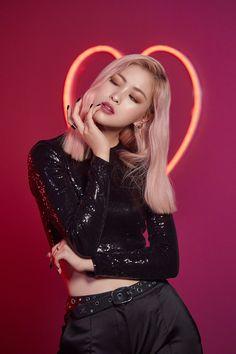 ITZY looks chic as ever with MAC's 'Love Me' Lipstick - lipsticks Kpop Girl Groups, Korean Girl Groups, Kpop Girls, Mode Kpop, Mac S, Looks Chic, New Girl, K Pop, South Korean Girls