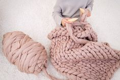 DIY KNIT Kit, Chunky knit blanket, Giant Knitting Needles & Chunky Knit Merino Yarn, Chunky Knit blanket by Becozi on Etsy Diy Knitting Kit, Giant Knitting, Arm Knitting, Knitting Needles, Knitting Patterns, Finger Knitting, Knitting Projects, Velvet Acorn, Knitted Blankets