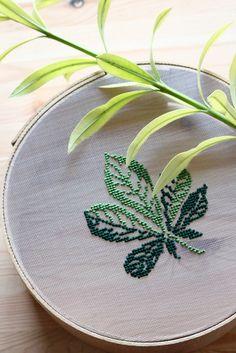 cross stitch on the sieve Kasuti Embroidery, Cactus Embroidery, Embroidery Cards, Embroidery Hoop Art, Cross Stitch Embroidery, Cross Stitch Hoop, Cross Stitch Art, Cross Stitch Flowers, Cross Stitching