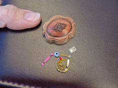 LynnJowers POR Casa de muñecas en miniatura Artisan Victoriano de la Virgen