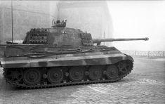Bundesarchiv Bild 101I-680-8282A-06, Budapest, Panzer VI (Tiger II, Königstiger) - Panzer VI Tiger II - Wikipedia
