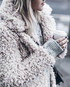 cozay and warm rainy day outfit accessories fall style streetstyle winter style fashion trend4