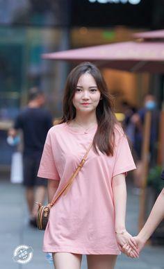 微博 Motorbike Girl, Short Sleeve Dresses, Dresses With Sleeves, Jeans Style, Asian Woman, Shirt Dress, T Shirt, Culture, Sexy