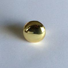 Tirador circular, modelo Button, en latón pulido ideal para cualquier espacio de tu casa