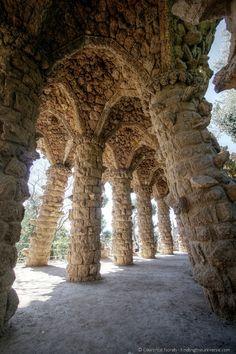 Imprescindible visitar el Parc Güell de  #Gaudi en #Barcelona en esta parada de la vuelta al mundo #worldtrip #viajes. Qué hacer y qué ver esta ciudad: http://checkin.trivago.es/2013/08/09/empieza-el-worldtrip-de-carla-llamas-redescubriendo-barcelona/