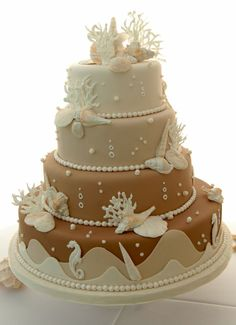 Beach wedding cakes and seashell wedding cakes are perfect for a tropical or beach wedding theme. Decorated with a gorgeous selection shells imported from tropical countries. Gorgeous Cakes, Pretty Cakes, Cute Cakes, Amazing Cakes, Themed Wedding Cakes, Themed Cakes, Cake Wedding, Themed Weddings, Wedding Cupcakes