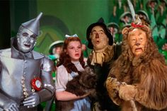 Dorothy y su pandilla en El mago de Oz.