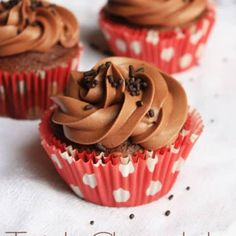 Triple Chocolate Cupcakes - Devil's food chocolate cake mix with miniature chocolate chips and milk chocolate buttercream frosting – these are the best chocolate cupcakes ever! Cake Mix Recipes, Cupcake Recipes, Baking Recipes, Cupcake Cakes, Dessert Recipes, Party Recipes, Baking Ideas, Mini Cakes, Cup Cakes