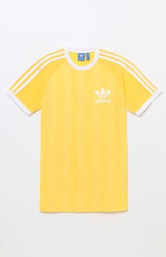 Infuse your summer style with a street-style-approved adidas look. The adicolor California T-Shirt has a ringer design, tonal stripes throughout the body, an adidas Trefoil logo at the left chest, and 3-Stripes detailing on the sleeves. Tonal striped ringer tee adidas logo on chest 3-Stripes detailing Crew neck Short sleeves Machine washable