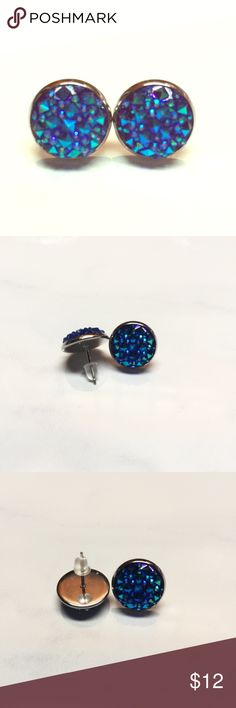 NEW BLUE DRUZY ROUND STUD EARRINGS NEW 🛍 Faux Druzy Stud Earrings Blue 🛍 Stunning, sparkly facets catch and play with the light. Rubber back. Silver setting. 🛍 Bundle with other items in my closet for additional savings. Same day/next day shipped! Jewelry Earrings