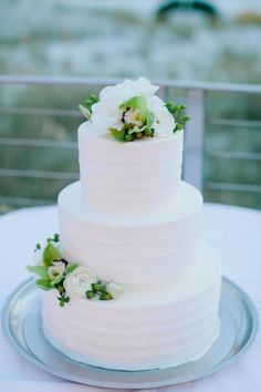 Wedding Cakes Modern+Navy+and+Green+Wedding_0045 Add a touch of navy with one green flower and only have flowers on top, done!
