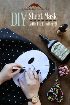 Make your own natural and affordable sheet masks for quick, customized home facials! Our free mask template and recipes make it simple. Make Up Tools, Beauty Care, Diy Beauty, Beauty Tips, Beauty Hacks, Beauty Essentials, Beauty Stuff, Diy Sheet Mask, Spa Tag