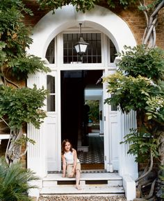 Gorgeous entrance!  Anyone know what kind of vine/trees are they on the sides?