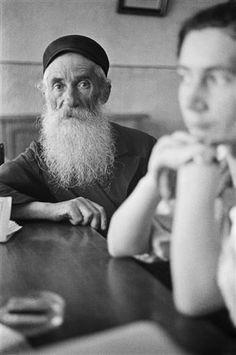[Waiting for service, Lask or Lodz] 2012.80.11  DATE 1935–1938 62659:2012.80.11   Roman Vishniac Archive