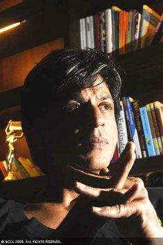 Shah Rukh Khan in a pensive mood at his residence 'Mannat' at Bandra. (Photo/ Ranan Chakraborty) (BCCL) 2009