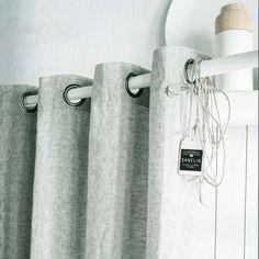 Agrémentez votre intérieur avec ce rideau en lin lourd tissé teint chambray coloris Vert Eau.