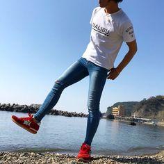 Super Skinny Jeans Boys — Nice boy in super extreme skinny jeans Skinny Guys, Super Skinny Jeans, Skinny Pants, Men's Pants, Tight Jeans Men, Boys Jeans, Denim Jeans, Spray On Jeans, Male Models Poses