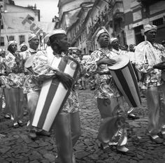 """Afoxé """"Filhos de Obá"""", Pierre Verger. Vintage Photography, Amazing Photography, Samba Drums, Religion In Africa, Serpentina, Dream Pictures, Song Play, Ferrat, Power To The People"""