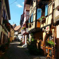 11 mooie dorpjes in de Elzas – valiezen House Colors, Travel Guide, Road Trip, Camping, France, Vacation, Places, Ancestry, Trips
