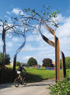 Sculptor Oliver 'I made a giant tree, situated on the Bath to Bristol cycle path, from a recycled RSJ (rolled steel joist) which I twisted with a bulldozer' Landscape Concept, Landscape Walls, Landscape Architecture, Outdoor Sculpture, Tree Sculpture, Giant Tree, Metal Garden Art, Artistic Installation, Metal Tree
