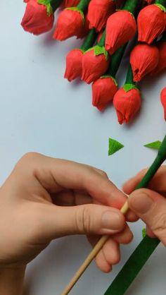 Best 12 Rose Flower Bouquet Made of Lollipops Diy Crafts How To Make, Diy Home Crafts, Diy Arts And Crafts, Creative Crafts, Crafts For Kids, Paper Flowers Craft, Paper Crafts Origami, Flower Crafts, Diy Flowers