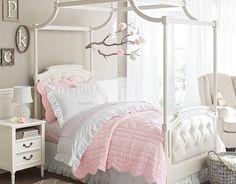 Himmelbett im Mädchenzimmer-kuschelige Bettwäsche in pastelligem Rosa