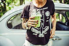 Vi tog den lilla ljusblå ner till Kärleksparken på lunchen. Mir, Otto och jag. Äntligen har Malin öppnat sin Juice & Yoga-vagn. Då är det sommar! Patricia Trambevski, som...
