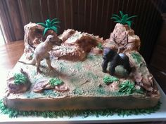 T-rex vs king Kong cake