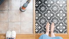 How to Paint Tile Floors with a Stencil How to paint floor tile with a stencil. Amazing DIY faux cement tile look! Painting Ceramic Tile Floor, Stenciled Tile Floor, Floor Tile Grout, Tile Floor Diy, Cleaning Tile Floors, Painting Tile Floors, Bathroom Floor Tiles, Painted Floors, Diy Kitchen Flooring