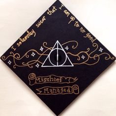 """ Top Easy Ideas "" IT IS! This is my DIY Harry Potter themed graduation cap! Teacher Graduation Cap, Funny Graduation Caps, Graduation Cap Designs, Graduation Cap Decoration, Nursing Graduation, Graduation Hats, Graduation Ideas, Graduation Scrapbook, Graduation Quotes"