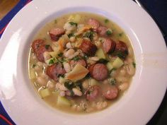 Das perfekte Weiße Bohnen Suppe-Rezept mit Bild und einfacher Schritt-für-Schritt-Anleitung: Bohnen in ein Sieb geben, kalt abspülen und im Wasser ca. 12…