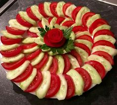The video consists of 23 Christmas craft ideas. Meat Trays, Veggie Platters, Meat Platter, Veggie Tray, Cheese Fruit Platters, Fruit Decorations, Food Decoration, Appetizers For Party, Appetizer Recipes