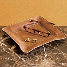 Our leather accessories tray makes a terrific executive gift idea. This handsome square leather accessories tray also serves nicely on a desk or nightstand. Leather Purses, Leather Wallet, Leather Valet Tray, Tray Styling, Leather Gifts, Small Leather Goods, Leather Design, Corporate Gifts, Leather Accessories