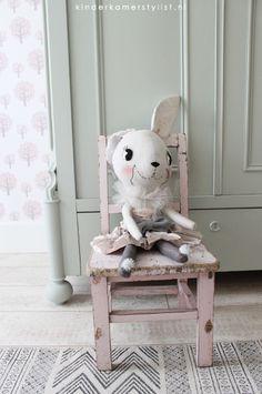 #knuffel #rabbit @Jenni Harley #handmade | kinderkamerstylist.nl Girl Room, Baby Room, Little Boy And Girl, Kids Sleep, Inspiration For Kids, Kid Spaces, Plush Dolls, Kids Decor, Soft Furnishings