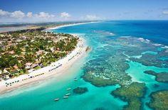 Porto de Galinhas – PE - Brasil  Destino de muitos casais apaixonados, Porto de Galinhas tem praias com águas cristalinas e piscinas naturais nas barreiras de corais que acompanham o litoral pernambucano.