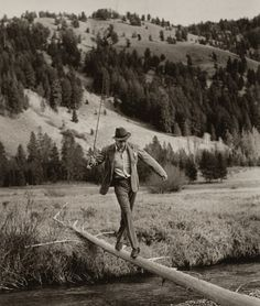 Beautiful photo of Gary Cooper crossing the river during a hunting trip with Ernest Hemingway, Sun Valley, Idaho 1941. Robert Cappa / Magnum via notoriousdreamteam & happyharry: garycooperappreciation & continuarte: