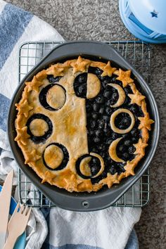 Vegan Blueberry Pie + A Celestial Lesson – Radiant Rachels - Vegan Desserts Think Food, Love Food, Cocina Natural, Vegan Recipes, Cooking Recipes, Pie Recipes, Fall Recipes, Cooking Pork, Vegan Foods