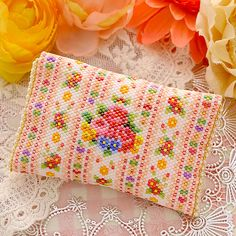 Beaded Boxes, Beaded Purses, Bead Crochet Patterns, Beading Patterns, Handmade Handbags, Handmade Bags, Seed Bead Projects, Craft Bags, Weaving Art