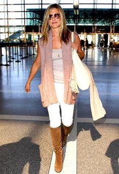 Jennifer Aniston with great airport style!