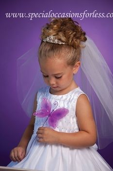 How precious is this floral tiara for your Spring Wedding flower girl!