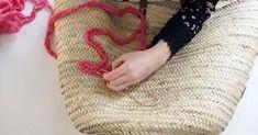 Il vous reste des chutes de laines? Utilisez-les pour customiser votre panier en osier, le nouvel indispensable de votre été!