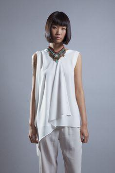 Look Elisa Rivera top asimétrico y collar étnico. #womenswear #womenstyle #stylish #cute #fashionwomen